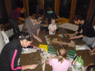 craft group mud sculpting